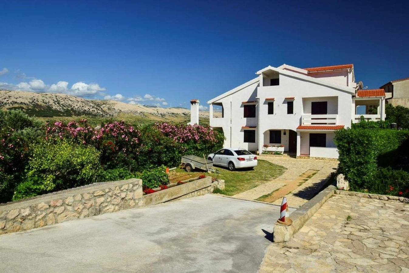 Apartments, Pag, Island of Pag - Apartments  Mate - free parking