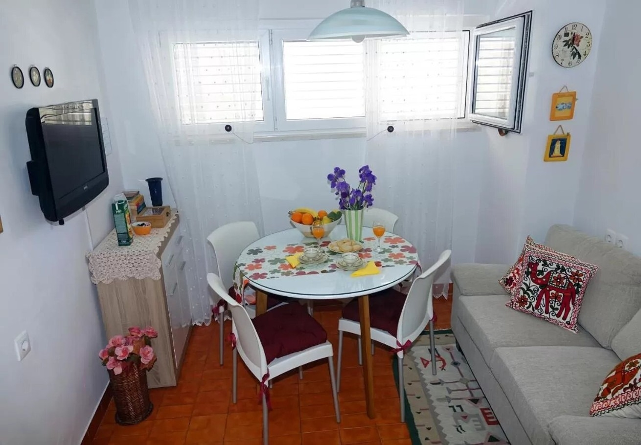 Apartments, Makarska, Makarska Riviera - Apartments  Ljubav - with parking :
