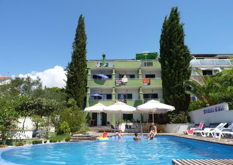 Apartments, Sveti Filip i Jakov, Sveti Filip i Jakov and surroundings - Apartments  Viola - with pool :