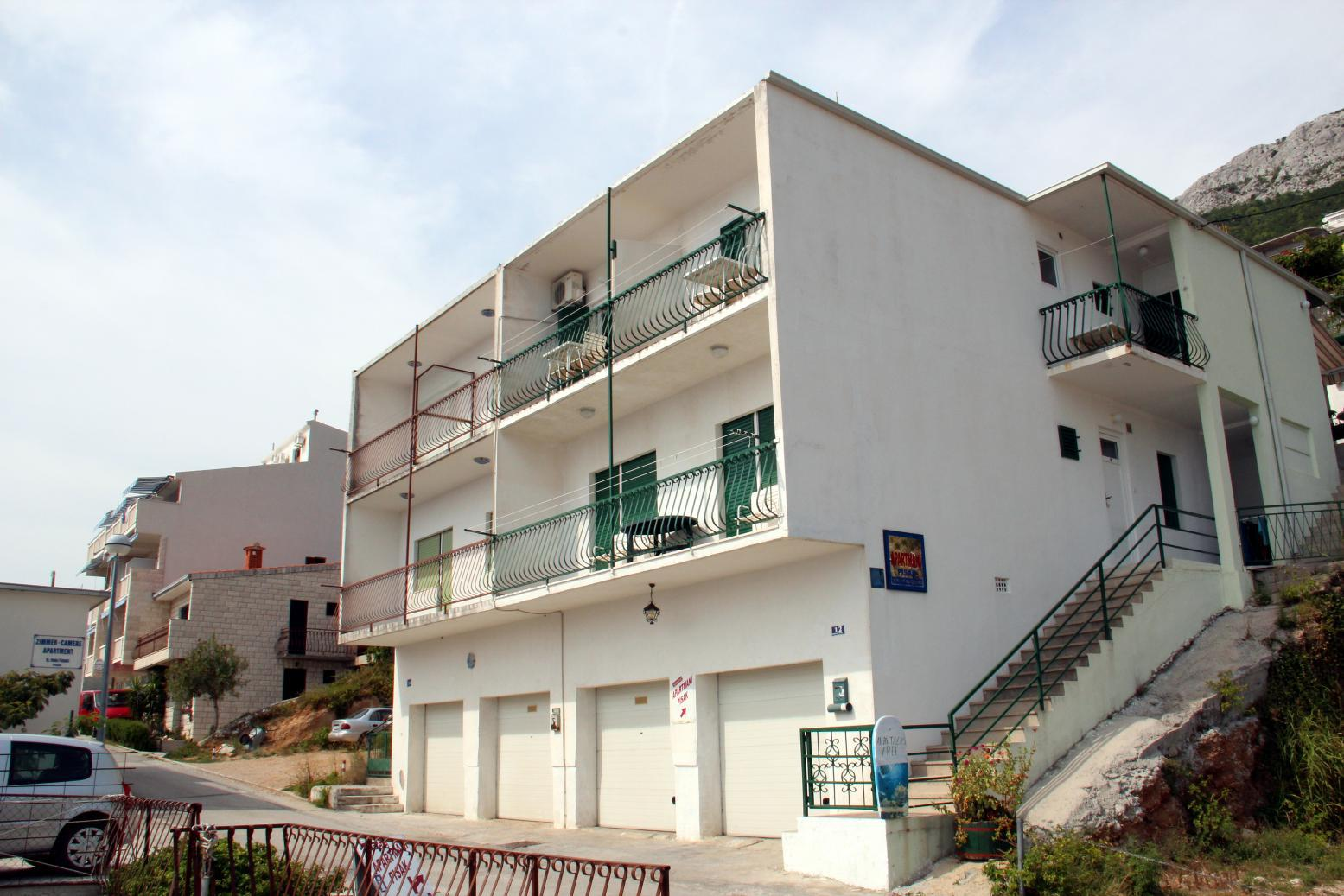 Apartments, Pisak, Riviera Omiš  - Apartments  Blaženka