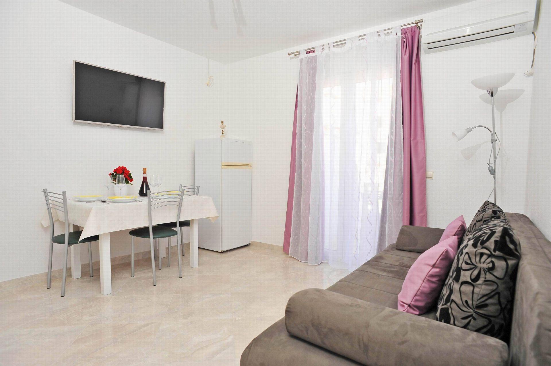 00901SUTI  - Sutivan - Appartements Croatie - A2(2+2): séjour