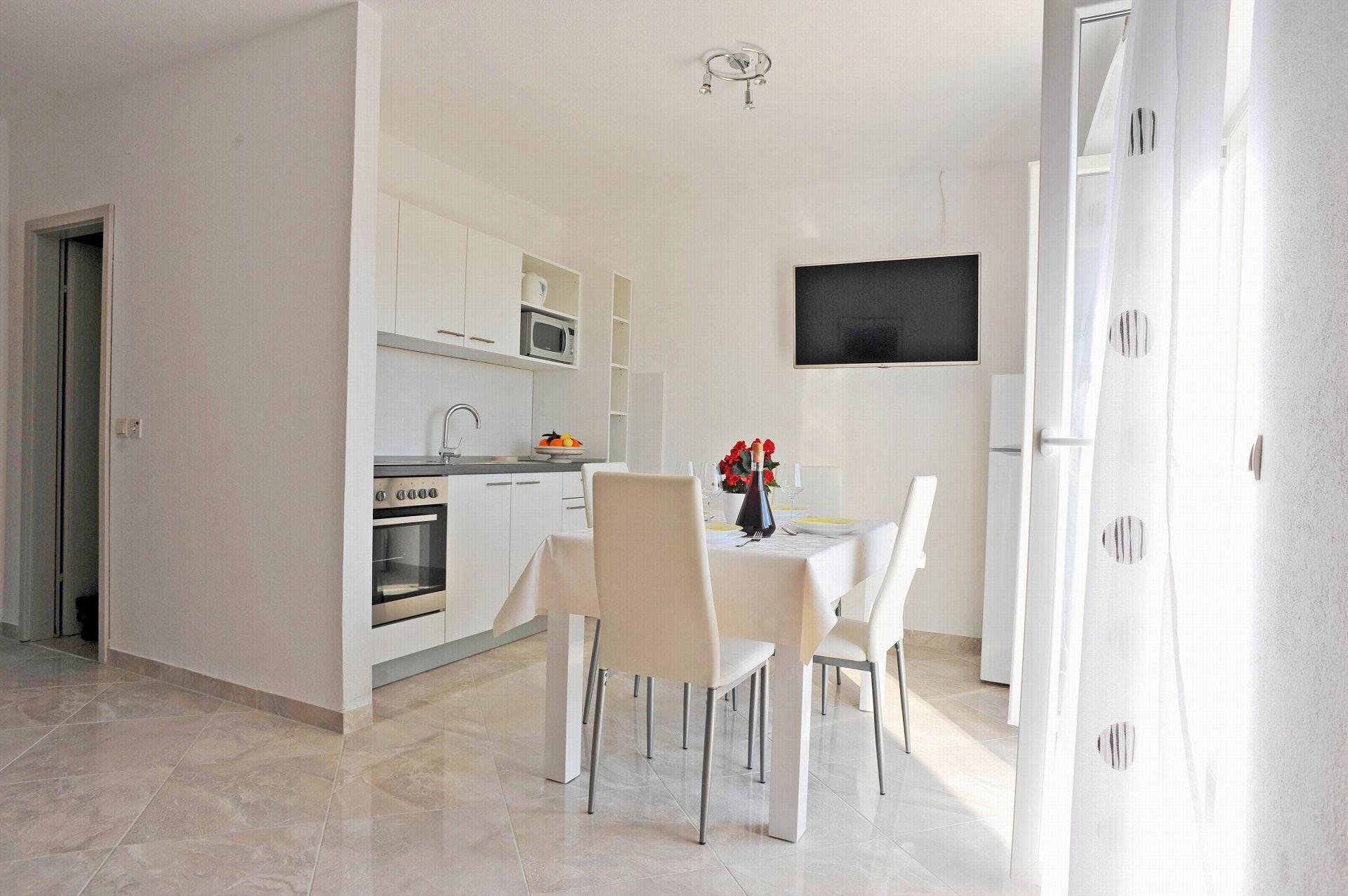 00901SUTI  - Sutivan - Appartements Croatie - A3(2+2): cuisine salle à manger