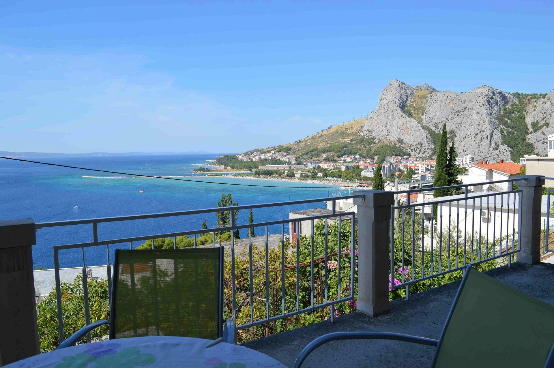 Iva - with beautiful view: A1(4+1) - Omis Ferienwohnung in Kroatien