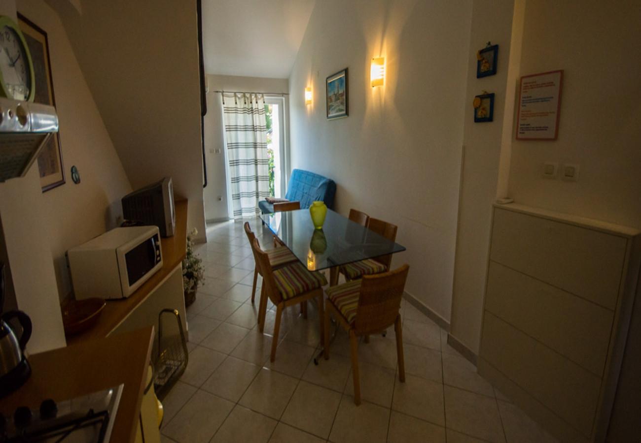 Apartamente Apartment DJ A2 žuti Zdrelac, Island Pasman 52295, Zdrelac, Pašman, Zadarska