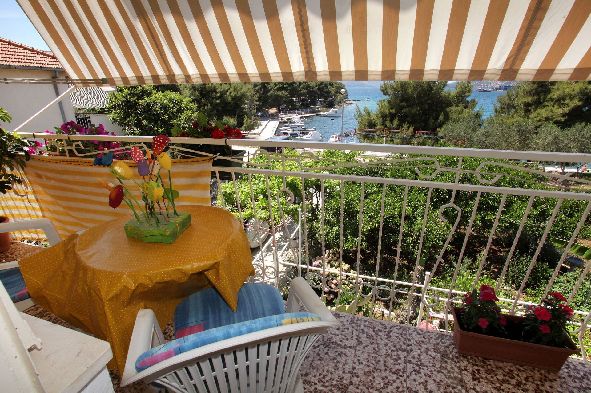 Babe 20m from the sea A4 6 Trogir