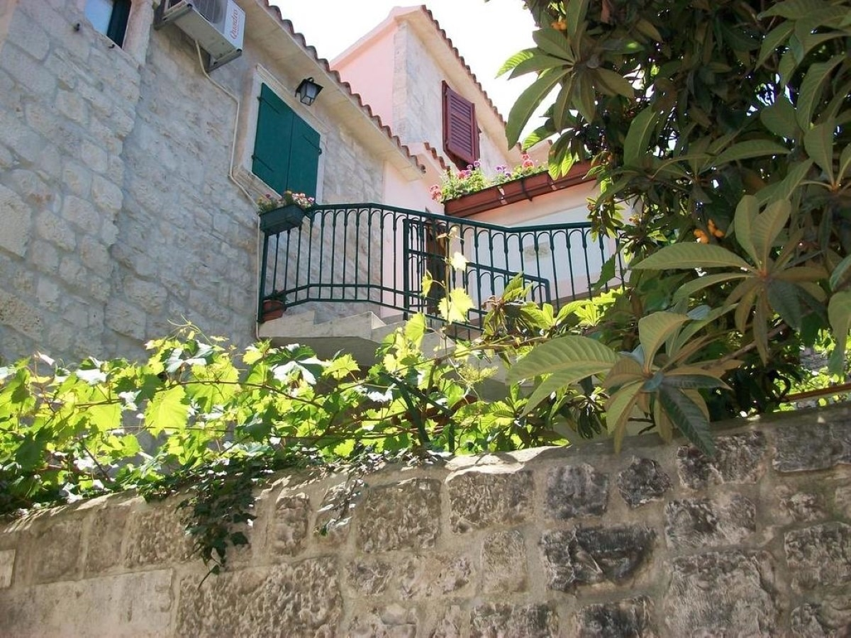 Jare in old town A1 donji 4 1 Trogir