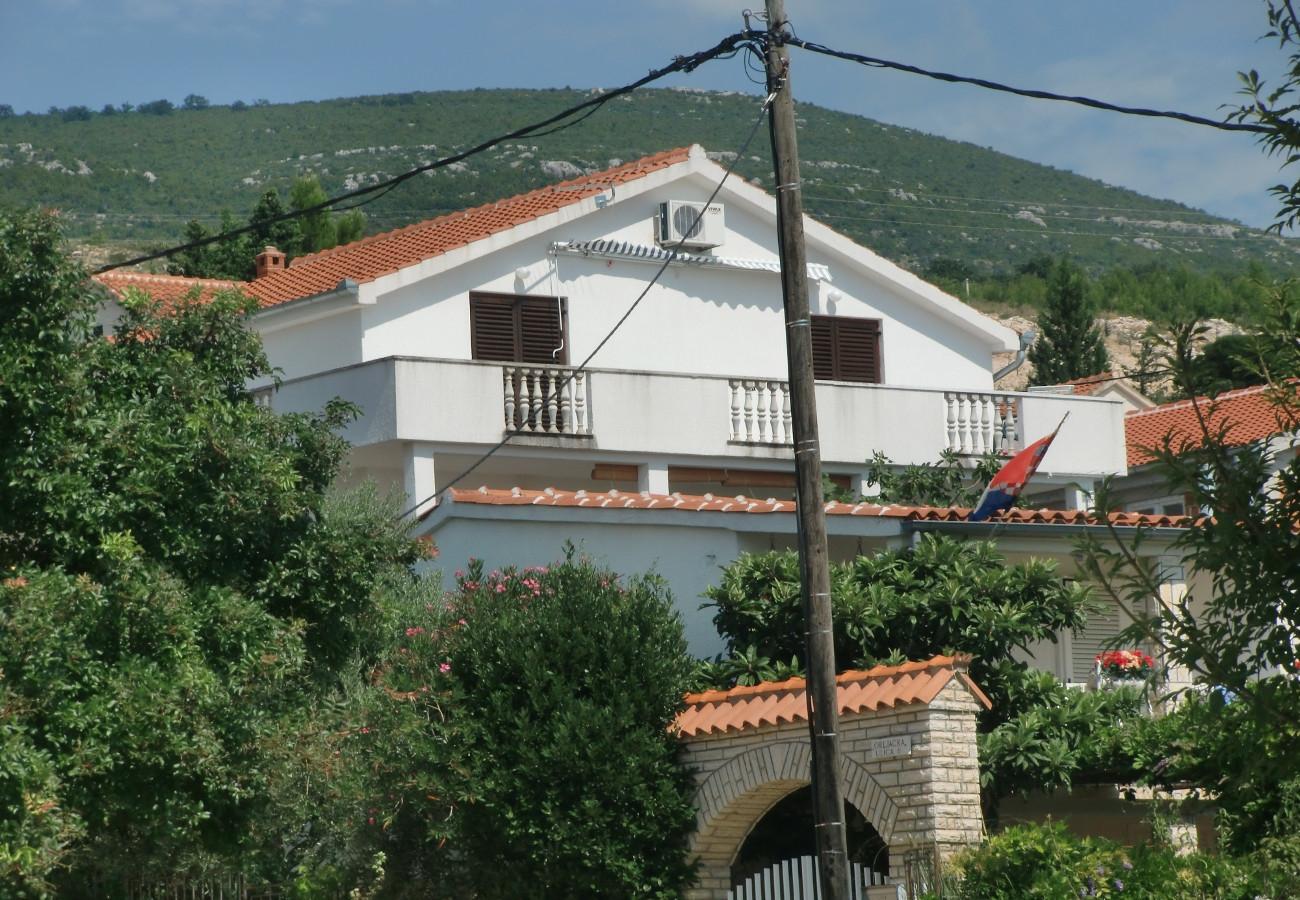 Aпартамент Apartment Tina A1 Obrovac, Zadar riviera 52324, Kruševo, , Zadarska